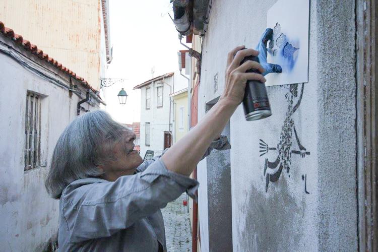 Grafitici babaanne ceteleri portekiz sokaklarinda 3