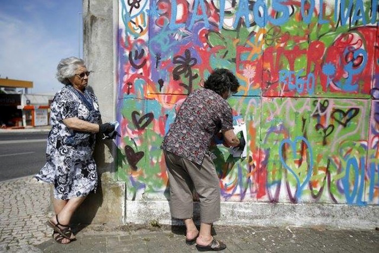 Grafitici babaanne ceteleri portekiz sokaklarinda 8