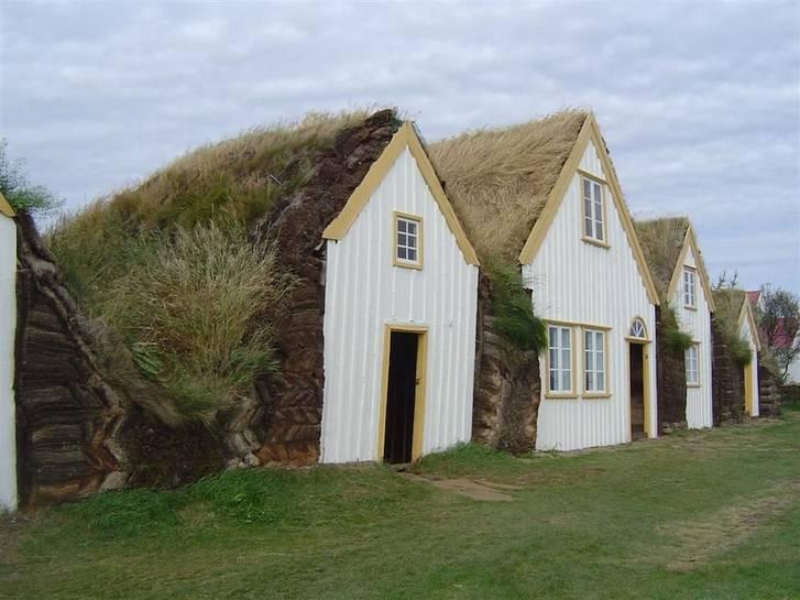 Iceland-Glaumbaer-turf-house
