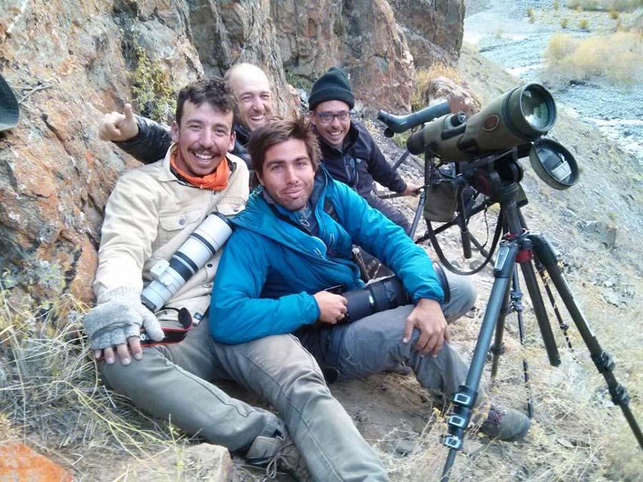 Kar leoparını gördükten hemen sonra İspanyollarla sevinç