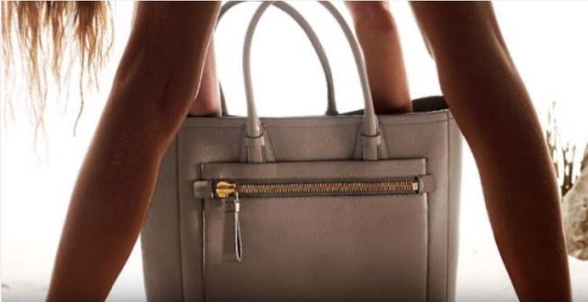 Bir kadın sırf bacaklarını açarak duruyor diye bir çantayı alır mıydınız?