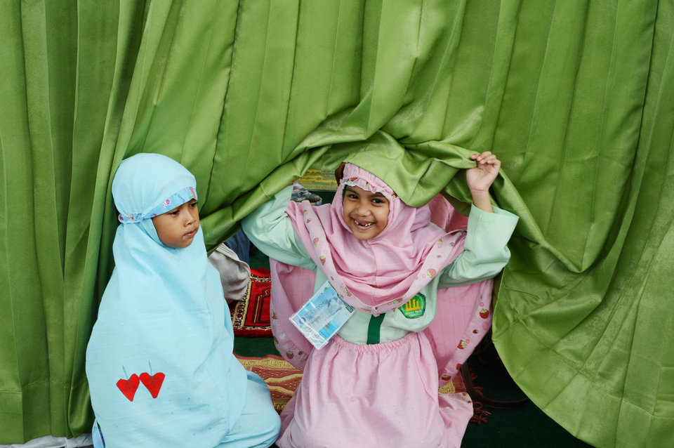 Two Islamic school children prepare for prayer during a school trip in Jakarta on October 18, 2012. AFP PHOTO / ADEK BERRY (Photo credit should read ADEK BERRY/AFP/Getty Images)