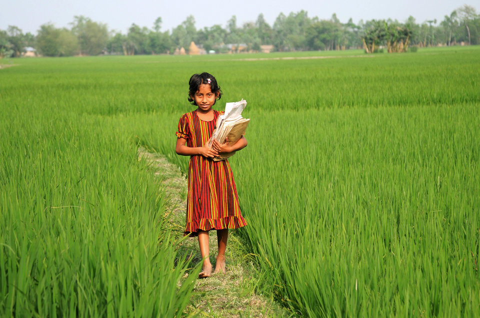 A rural girl goes to primary school, in Bangladesh. 2007. (Photo by: Majority World/UIG via Getty Images)