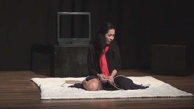''Kül Kedisi Öldü'' oyunundan bir kare...