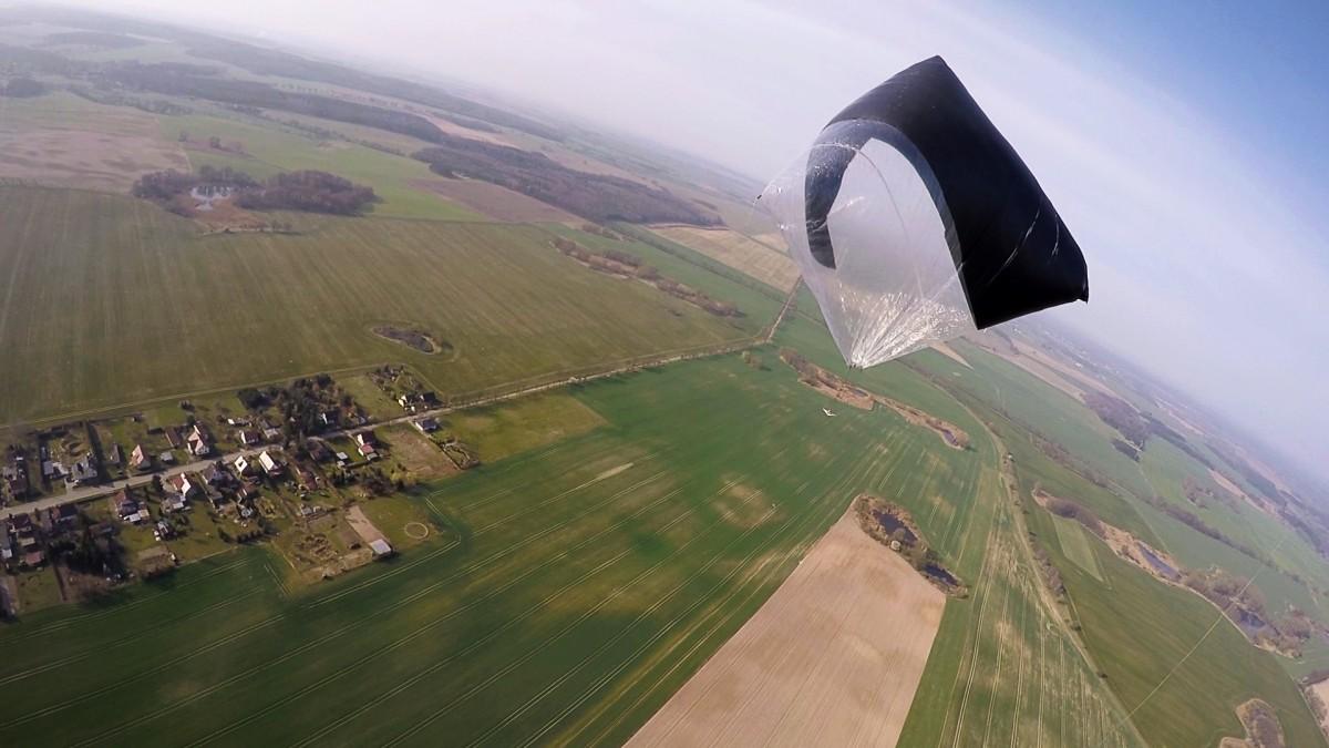 Tomás Saraceno - Becoming Aerosolar, Free Flight, 2015