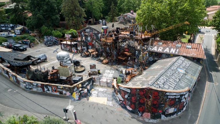The Abode of Chaos (Kaos Yurdu) - Saint Romain Au Mont D'or, Fransa 2