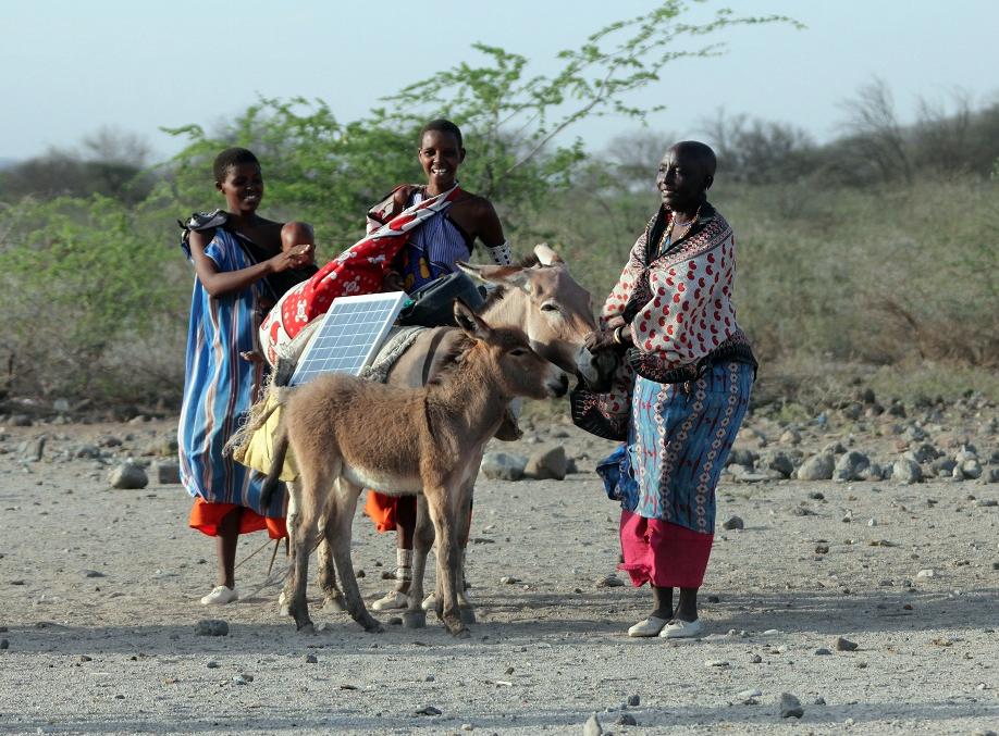 100% temiz, ekonomik ve sınırsız kaynak olan güneş enerjisinin Maasai'li kadınlarla tanışması!
