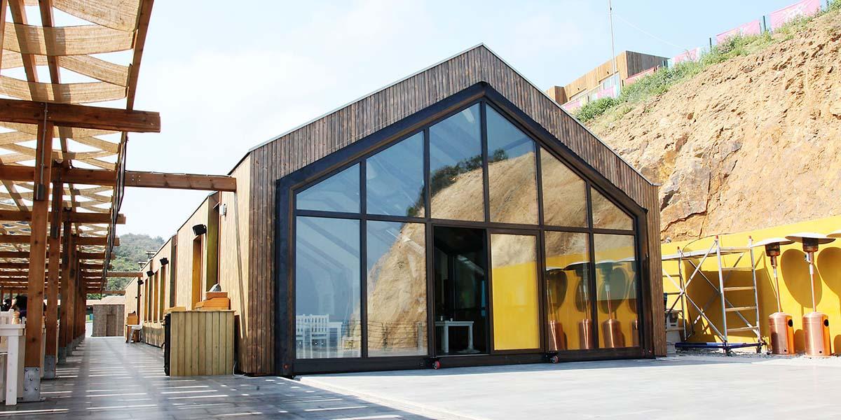 Türkiye'de bir sürdürülebilir mimari örneği: Mekân hacmiyle oynayan hareketli cam yapı