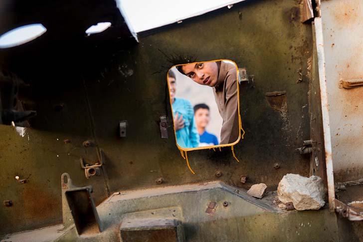 Savaşın çocuklarına daha renkli bir gelecek için tankları boyayan ressam: Neda Taiyebi