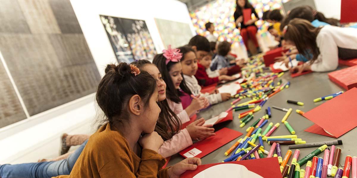 """Sanata duyarlı ve yaratıcı nesilleri yetiştirmek için destek projesi: """"Okulum İstanbul Modern'de"""""""