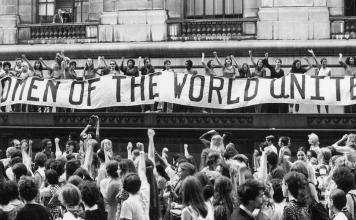 Dünyanın bütün kadınları, birleşin!