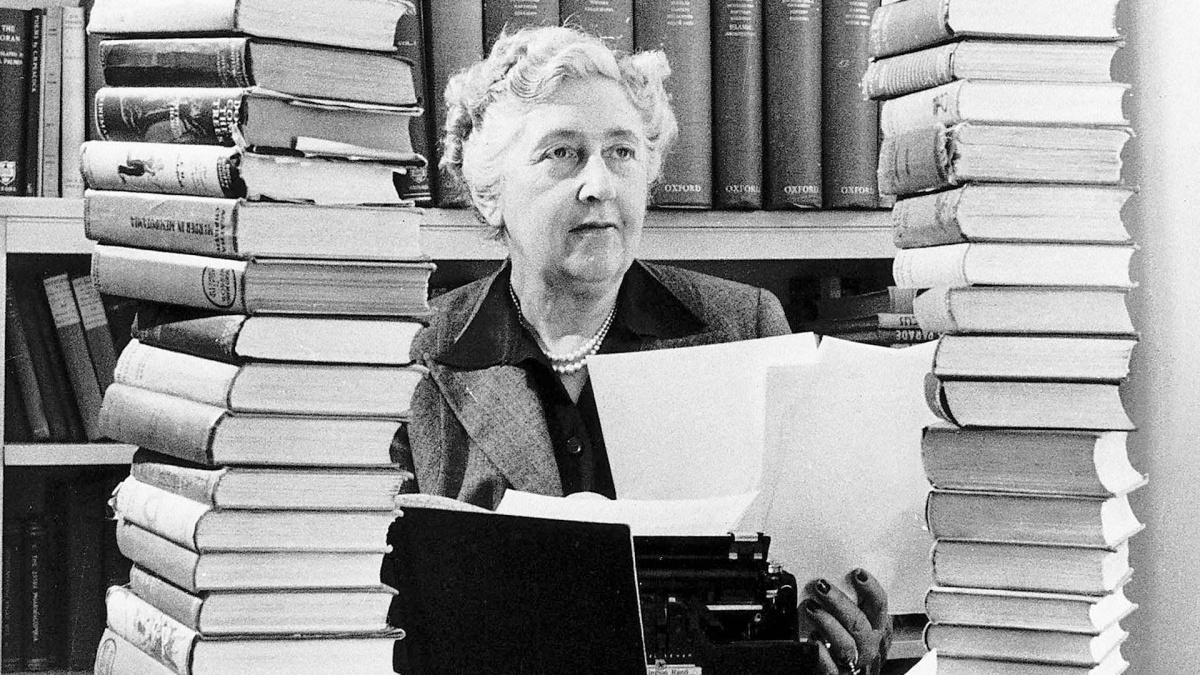 Agatha Christie ile ilgili görsel sonucu