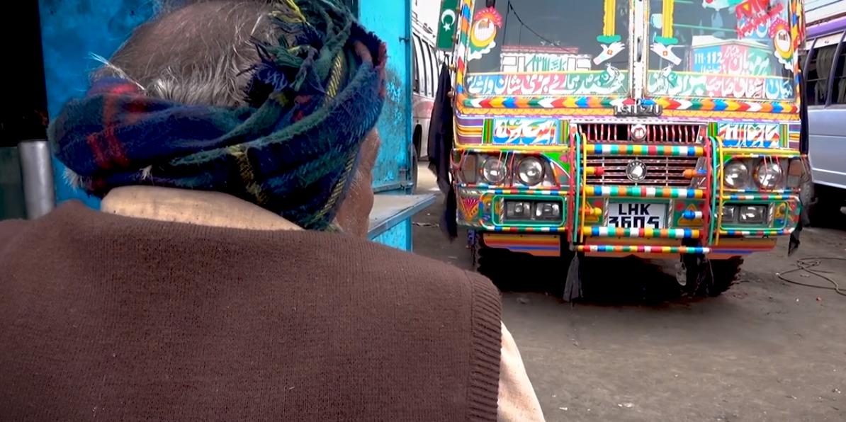 Pakistanın Dünyaca ünlü Otobüs Boyama Sanatının Karanlık Yüzü